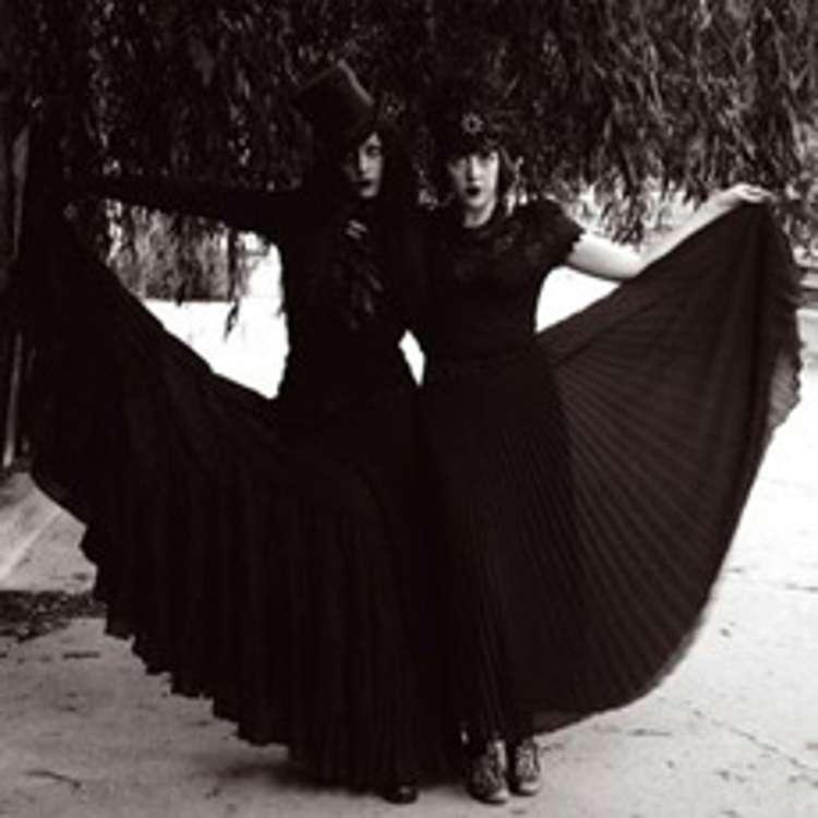 AUSTRA: sombre et dansant!